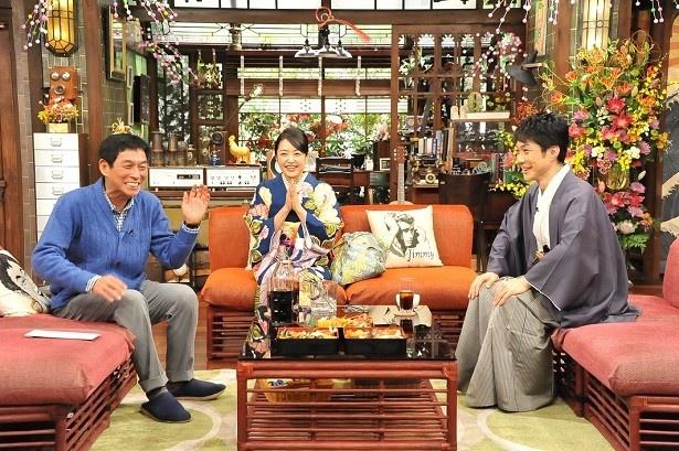 井上真央と野村萬斎も出演し、野村は妻との出会いなどを語っていく