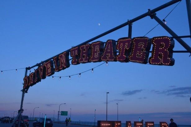 大磯ロングビーチにて一夜限りのドライブインシアターを開催!