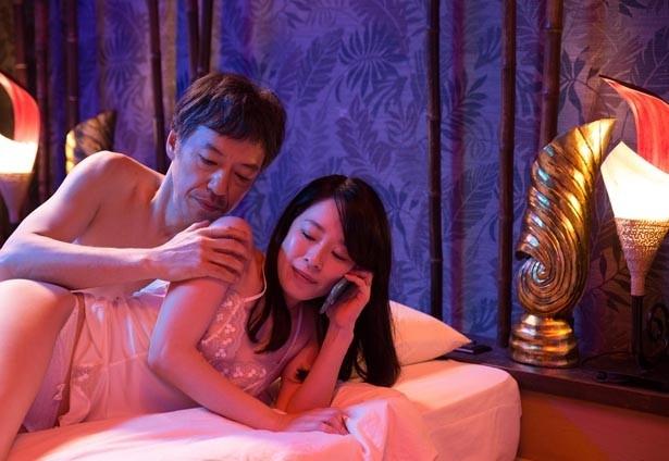 『ジムノペディに乱れる』では主人公の映画監督が女性たちと体を重ねまくる!