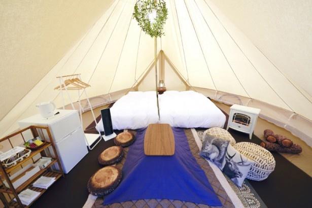 【写真を見る】キャンプとはいえ設備やサービスはホテルクラス