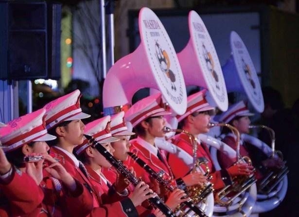 梅花のチアとコラボする早稲田摂陵高等学校のウィンドバンド