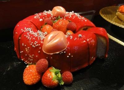 ちょっぴりセクシーな苺のリングケーキ