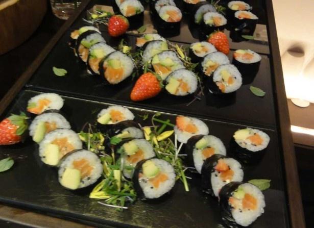 イチゴとお寿司は意外に好相性で、いくつでも食べられそう