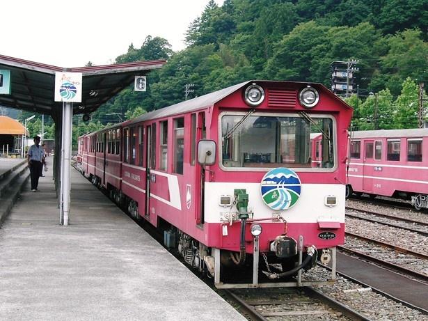 大井川鐵道 井川線列車は日本唯一のアプト式電車