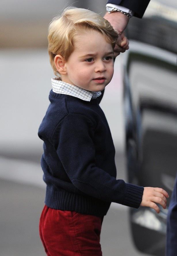 ジョージ王子には密かにプレゼントを開ける知恵もついたようだ