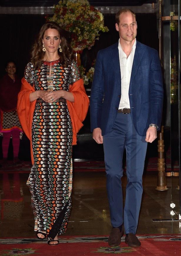 ブータンでのディナー時に着ていたのはド派手なロングドレス