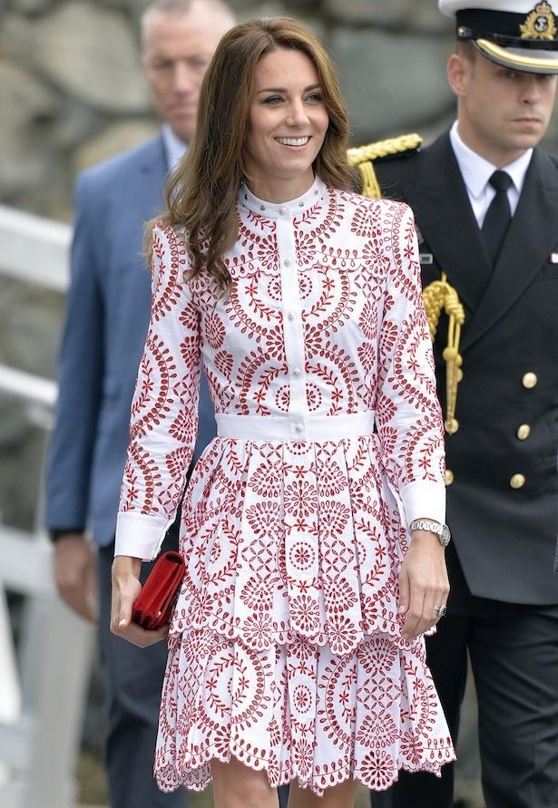 キャサリン妃はカナダ訪問時にこのドレスを着て、華やかだと絶賛された