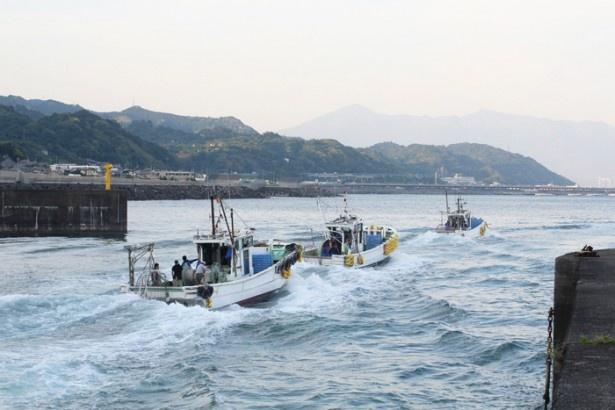 【写真を見る】桜えび漁船からの富士山撮影会。これはかなり貴重な体験になそう