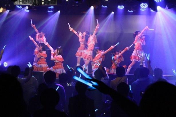 メドレーでは、3rdシングル「ルミカジェーン」「GIRL,Me」「ORIGAMI」も歌い上げる