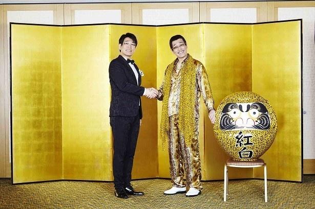ピコ太郎と古坂大魔王が固い握手を!