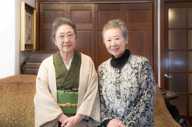 (左)佐藤愛子さん(右)桐島洋子さん