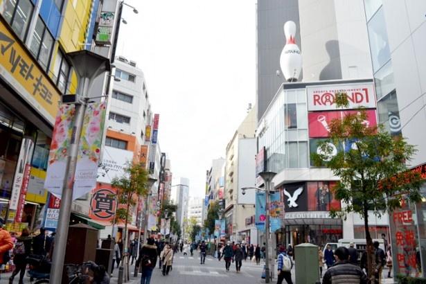 ショッピングのほか、映画館やレジャー施設も備える(サンシャイン60通り)