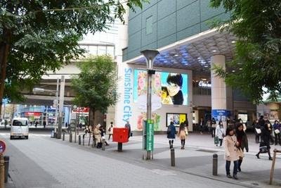 サンシャインシティには、多彩なショップのほか、テーマパークや水族館などの施設も入っている(サンシャイン60通り)