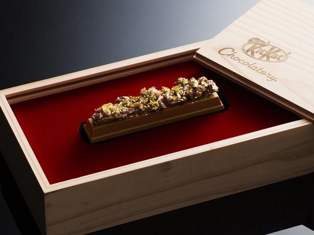 【写真を見る】金沢金箔を贅沢にあしらった豪華な逸品