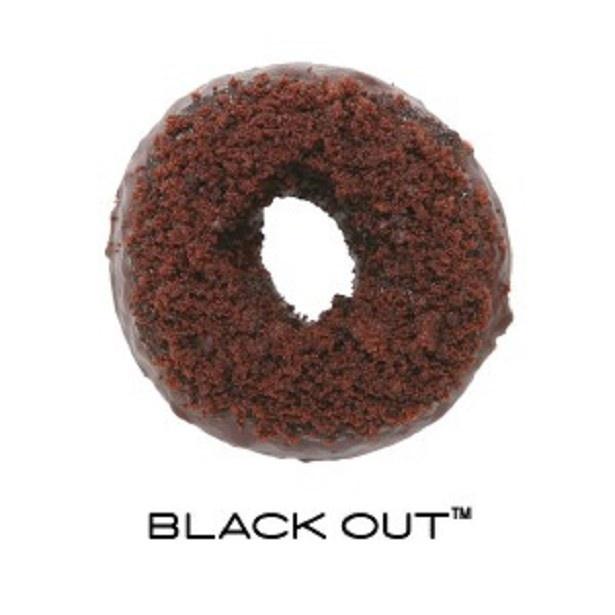 口に入れた瞬間トロッと出てくるチョコクリームが贅沢な「ブラックアウト(ケーキドーナッツ)」(270円)