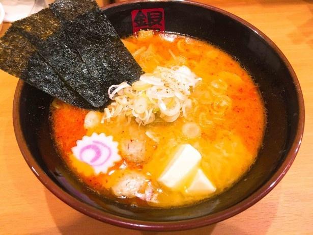 「銀のくら 柳橋店」の辛みそにんにくバターらーめん(850円)