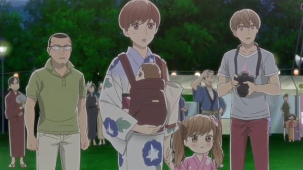 【写真を見る】第12話では、人混みで尻尾を出してしまったポコが逃げだす。とっさにポコを抱きしめた宗太は、ポコは高校時代の自分が事故に遭ったときに助けた子ダヌキだと知り…