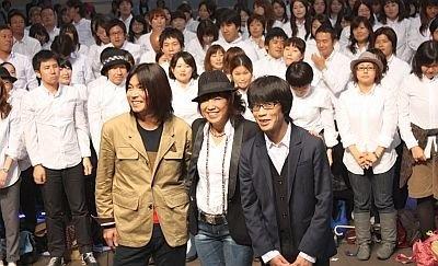 会場に集まったお客さんとも記念撮影!みなGAPの白いシャツを着ている