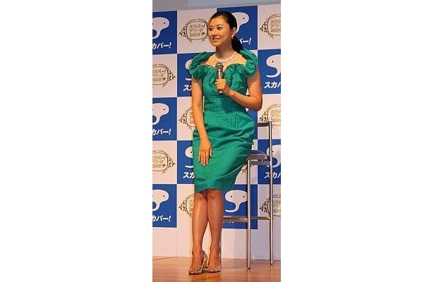 菊川怜さんも艶やかなドレス姿で登場