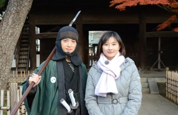 ナビゲーターの菊川怜(右)と、現代によみがえった大石内蔵助の嫡男・大石主税役の上遠野太洸(左)