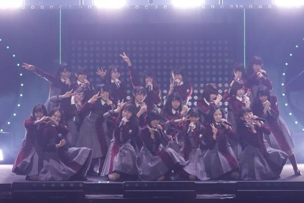 【写真を見る】初ワンマンながら、欅坂46は完成度の高いパフォーマンスを披露し、観客の期待に見事応えた!