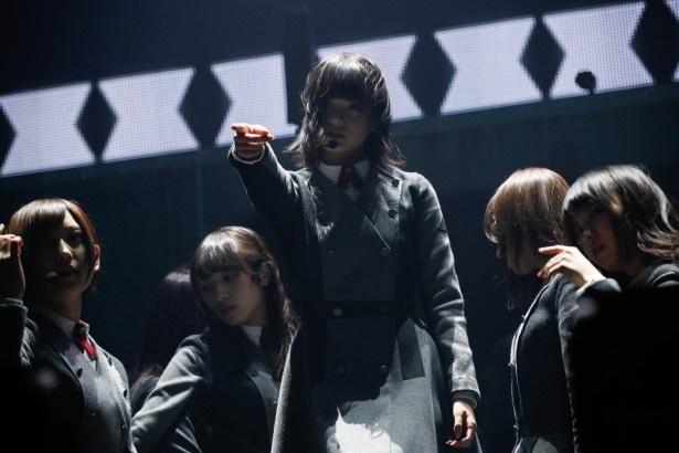 ライブのスタートは「大人は信じてくれない」「語るなら未来を…」と硬派な曲が2連発