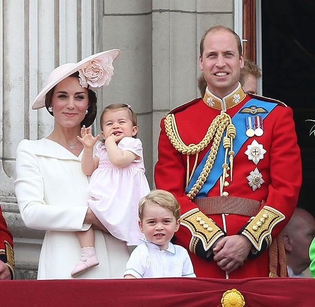 王室の子どもたちがもらうプレゼントは靴下じゃおさまらない!?