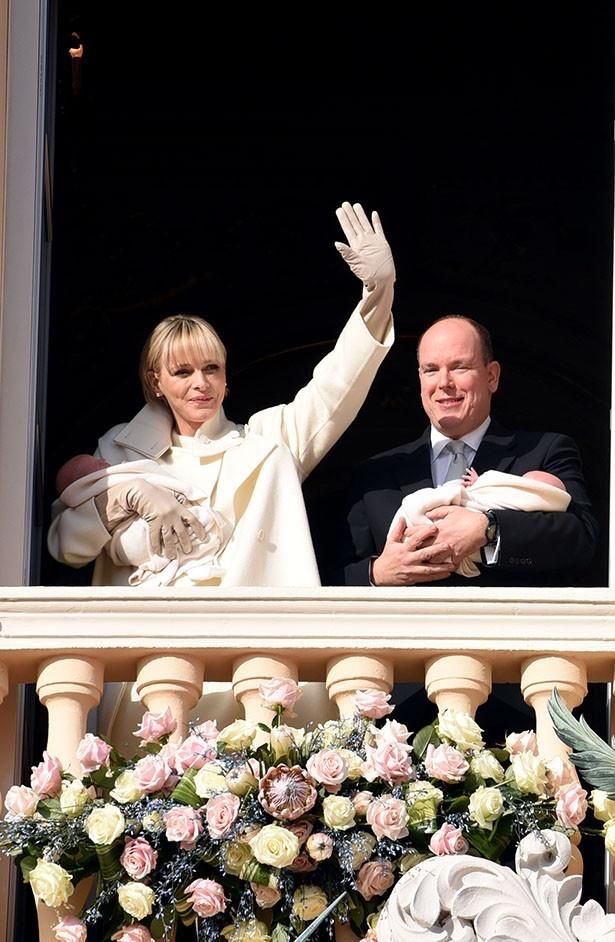 寂しそうな表情が多いシャルレーヌ公妃も明るい笑顔を見せたようだ