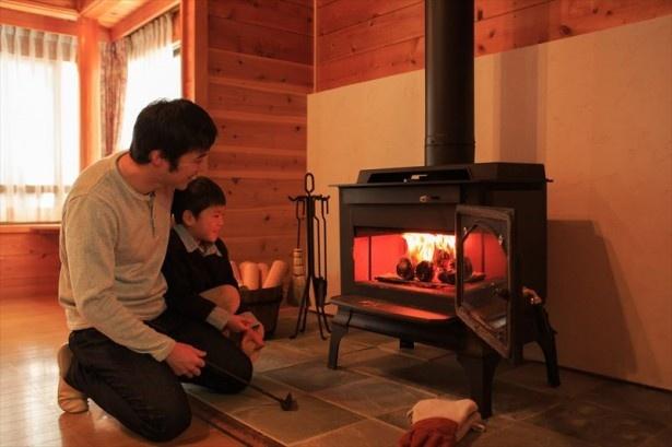 3位にランクインした「穂高温泉郷 ホテルアンビエント安曇野コテージ」では本格的な暖炉体験を楽しめる