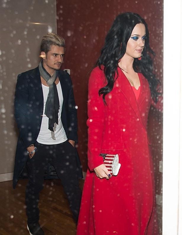 【写真を見る】ケイティ・ペリーとオーランド・ブルームがドレスアップして登場