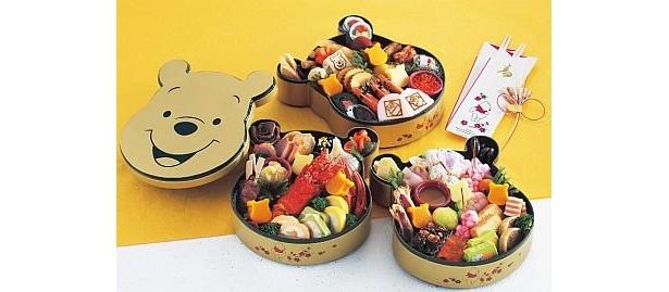 ベルメゾンの「ディズニー ファンタジー ショップのおせちセット(プーさん)」は冷凍セット。一重は16種類、二重は21種類、三重は23種類の料理が詰合せ