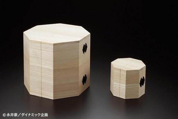 独自製作された付属の観音開き仕様の桐箱