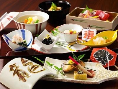 「日本料理 芝桜」の「開運ミニ懐石『華』」(8000円別途サービス料10%)