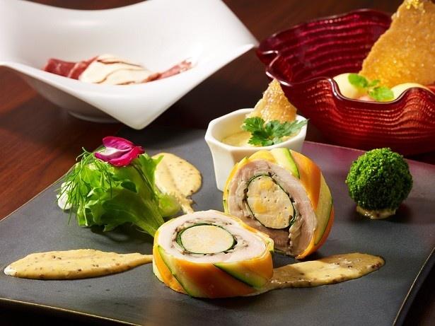 【写真を見る】「レストラン ブリーズヴェール」の「開運ランチコース」(3500円別途サービス料10%)