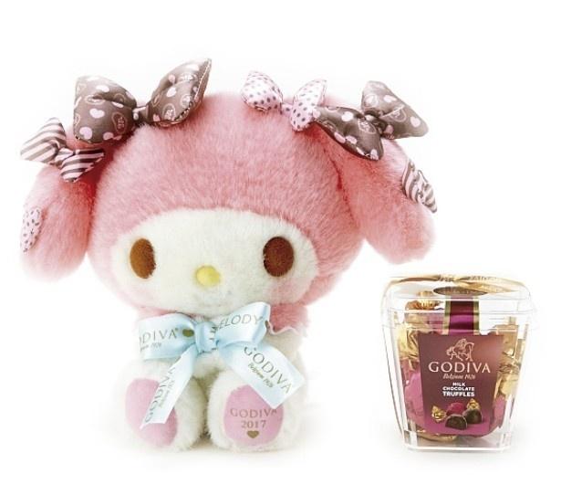 【写真を見る】ピンクの頭巾にチョコレート色のリボンをたくさんつけたスペシャルデザインの「マイメロディドール&GODIVA」(5400円)