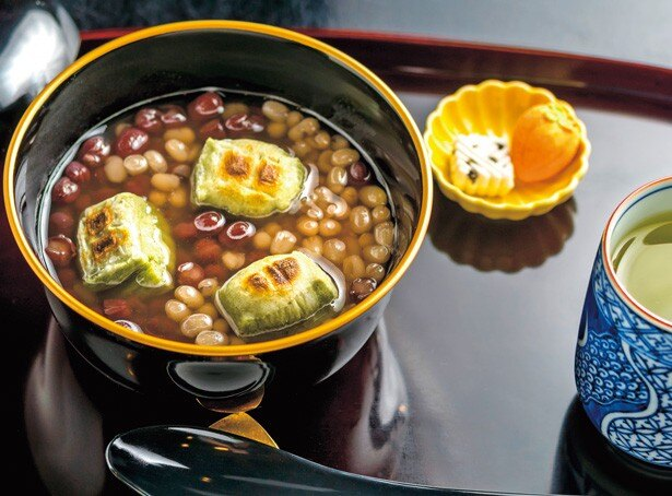 「相生ぜんざい」(1150円)は、大粒の丹波大納言と上品な味わいの白小豆が一つのわんに入り、2つの豆の味が楽しめるぜんざい/大極殿本舗 栖園