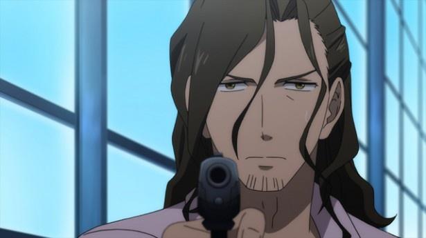 二十面相は、花崎を殺せば従業員の洗脳を解くと明智に決断を迫る