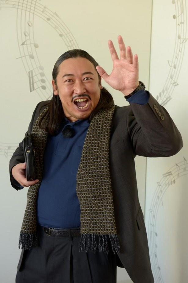 埼玉にある音楽事務所の社長を務める秋山