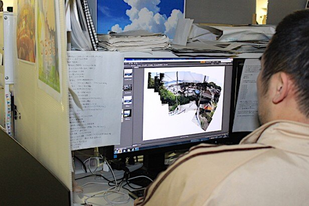 ロケハンで撮影した写真を組み合わせて背景のイメージを作っていく
