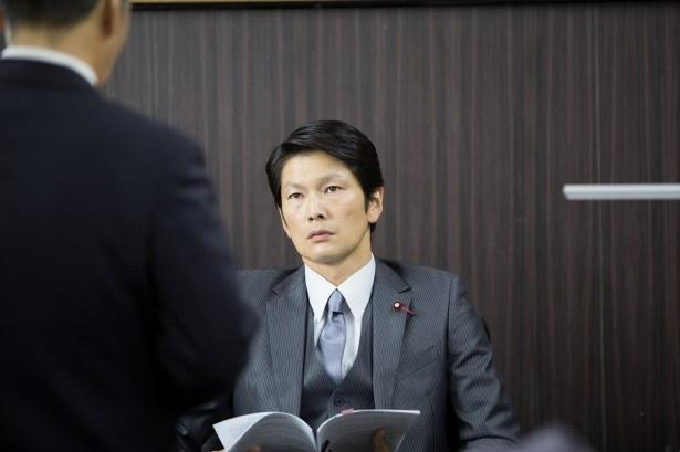 「株の仕手戦編」に、自由民生党議員・海堂正行役で出演する丸山智己