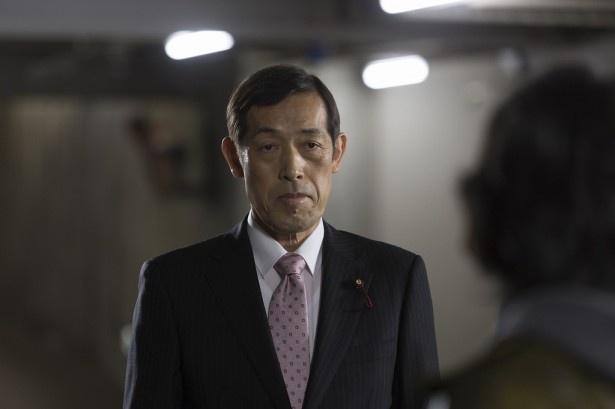 「株の仕手戦編」に、自由民生党議員・伊沢敦志役で登場する嶋田久作
