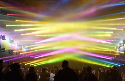 最新テクノロジーを駆使し光と音の驚きの体験ができる「ミュージックフェスティバル チームラボジャングル」