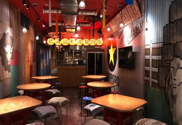 【画像を見る】店内は昭和初期の大衆酒場にタイムスリップしたような空間だ