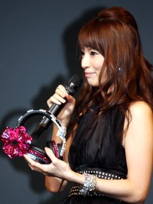 """10/10(土)からスタートする「""""house nation×Ami Suzuki""""TOUR」では、亜美ちゃんのオリジナルグッズも販売するという"""