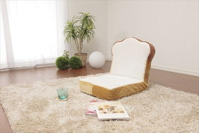 ヴィレッジヴァンガードオンラインにて、「食パン福袋」が発売。写真は「食パン座椅子」