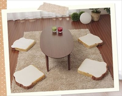 みんなでふかふかの食パンに座ろう!