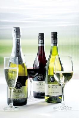 「ソーヴィニヨンブラン」や「ピノノワール」などのニュージーランド産ワインを用意