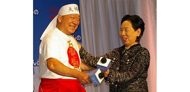 """作品にちなみ""""夫婦愛""""を体現する日本代表(?)として選ばれたアニマル浜口夫妻"""