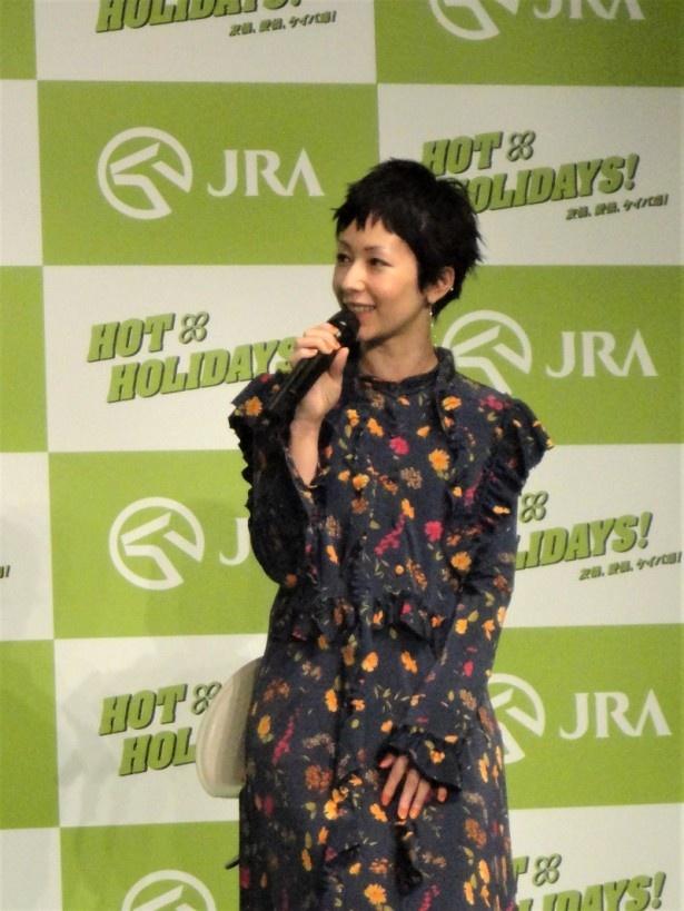 木村カエラも登場し、CMキャラクターの4人と初対面した