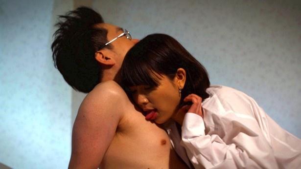 【写真を見る】中川学は風俗嬢ゆのあの最高のサービスで絶頂を迎えるはずだった…